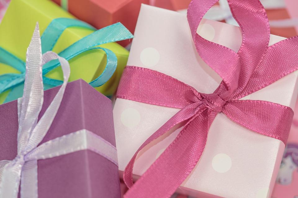 prezent dla kobiety, żony, salon kosmetyczny stąporków, rzęsy Kielce dobrze
